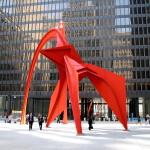 過去對公共藝術的印象:芝加哥地標,1973年由柯爾達打造的紅色〈佛朗明哥〉雕塑。與現今社區藝術的概念對照之下,顯現時代思維的不同。