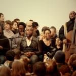 蓋茨與「密西西比黑人僧侶」樂團在Smart Museum of Art演出。