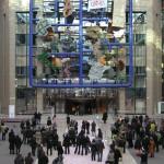 捷克藝術家大衛.切尼在2009年創作的〈歐盟〉(Entropa)虛構了二十七位歐盟各國代表藝術家,用玻璃纖維及鋼骨製成模型拼圖,呈現不同國家的刻板印象,例如丹麥是由樂高積木構成、比利時是一包吃了一半的巧克力、法國包覆著「罷工」(GRÈVE!)的布條。半嘲諷歐洲合一的不可能,這件作品的副標題為「刻板印象是需要被剷除的障礙」,作品在歐盟官方建築發表不久被撤除,但之後仍被收藏在捷克不同地區出現。
