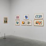 泰特現代美術館「薩洛娃.勞烏達.淑卡爾」展覽內部,展期至2013年10月20日。 (c) Saloua Raouda Choucair Foundation、攝影:J. Fernandes, Tate Photography